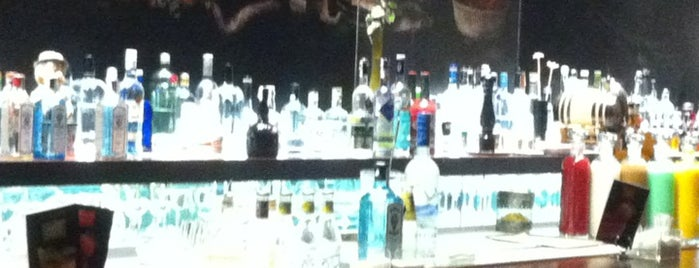 DRY Martini Bar is one of Madrizz.