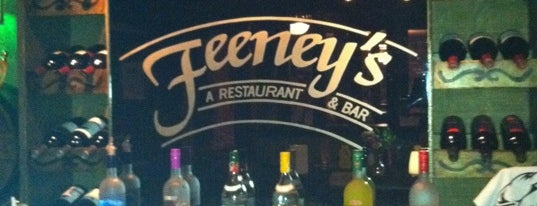 Feeney's Restaurant and Bar is one of Washington Redskins'in Kaydettiği Mekanlar.