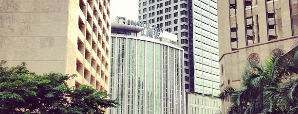Intersection Ayala Avenue - Paseo de Roxas is one of Philippines Travel List.