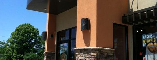 Taco Bell is one of สถานที่ที่ Kat ถูกใจ.