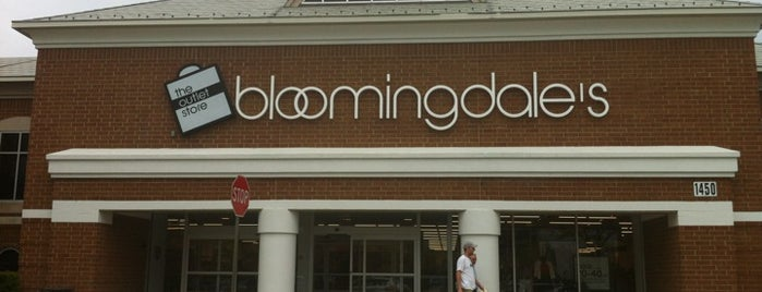 Bloomingdale's Outlet is one of Chicago.
