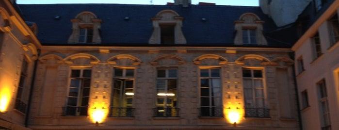 Centre de Danse du Marais is one of Paris Insólita.