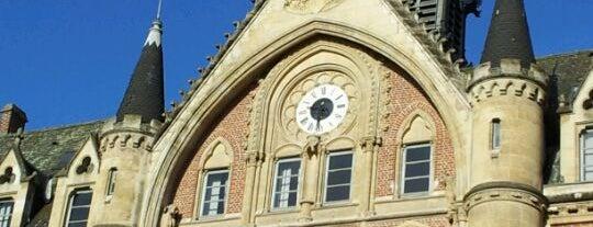 Université catholique de Lille is one of Tempat yang Disukai Léo.