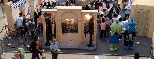 ifc mall is one of SmartTrip в Гонконг с Рауль Дюком.