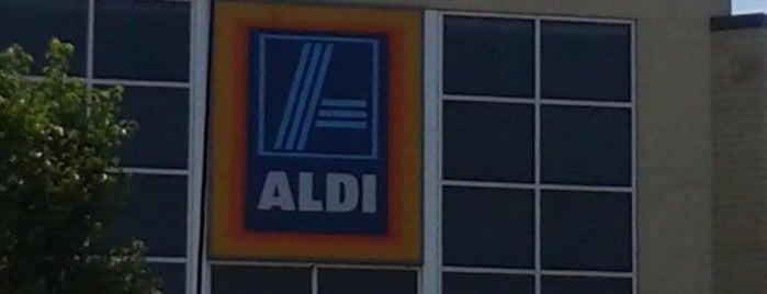 ALDI is one of สถานที่ที่ Megan ถูกใจ.