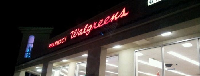 Walgreens is one of Locais curtidos por Ishka.