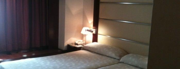Hotel Andalucía Center is one of Posti che sono piaciuti a Sergius.
