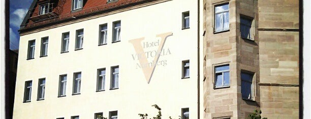 Hotel Victoria is one of Locais curtidos por Cumhur.