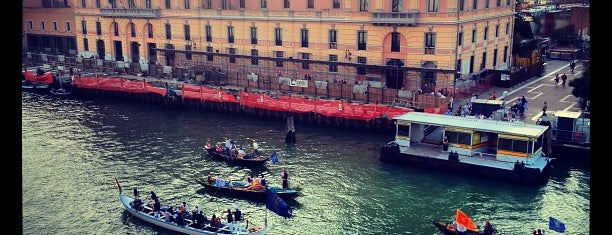 Hotel Carlton & Grand Canal Venice is one of Orte, die Sara gefallen.