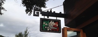 Pazzo's Pizza is one of Locais curtidos por Erik.
