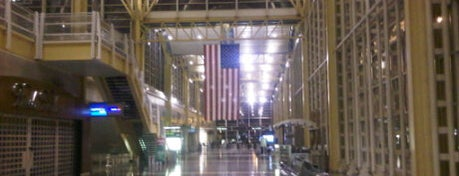 Aeropuerto Nacional de Washington Ronald Reagan (DCA) is one of DC Millionaire Society.
