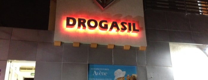 Drogasil is one of Lieux qui ont plu à Mel.