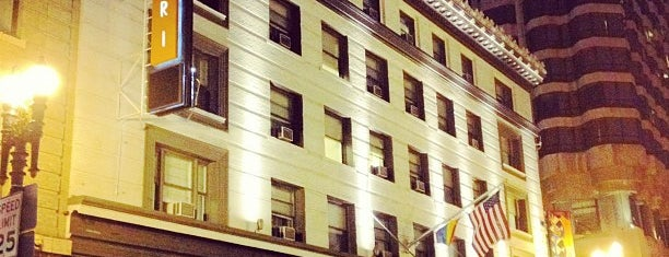 Hotel Abri is one of Locais curtidos por Rob.