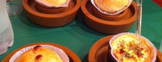 Empada Brasil is one of Guia Folha: p/ comer empada, esfirra ou coxinha.