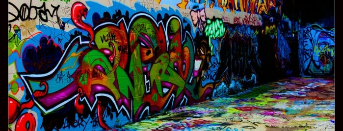 Graffiti Alley is one of Tempat yang Disimpan Eva.