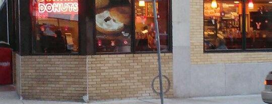 Dunkin' Donuts is one of Tempat yang Disukai Frank.