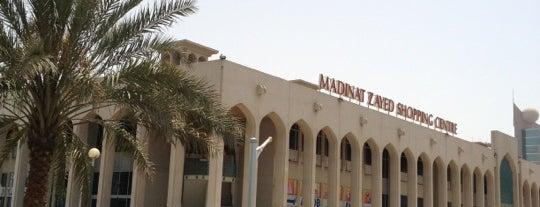 Madinat Zayed Shopping Centre مركز مدينة زايد للتسوق is one of J 님이 좋아한 장소.