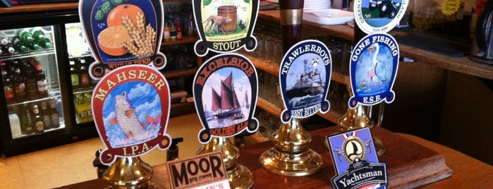 The Triangle Tavern is one of Lieux qui ont plu à Carl.