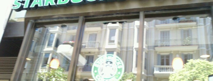 Starbucks is one of Sitios con Wifi en Barcelona.