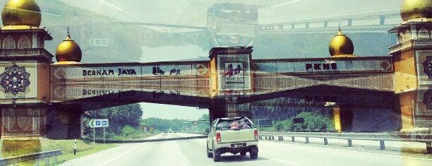 Bernam Jaya Bridge is one of Lugares guardados de Rapiszal.