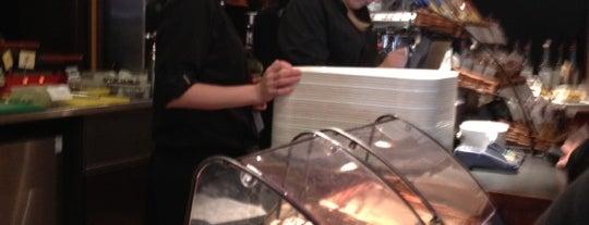 Costa Coffee is one of Posti che sono piaciuti a Michaella.