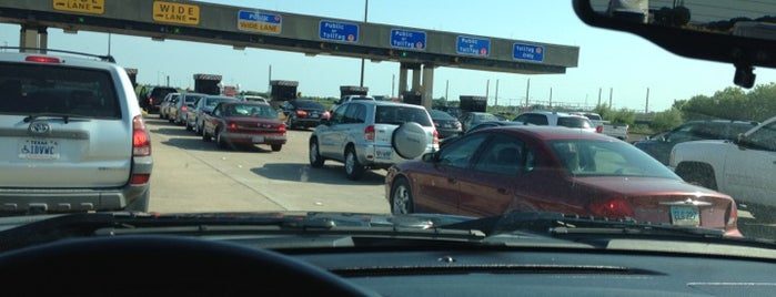 DFW South Entrance/Exit Toll Plaza is one of Michaelさんのお気に入りスポット.