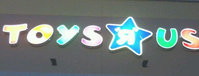 "Toys""R""Us is one of Lieux qui ont plu à Alberto J S."