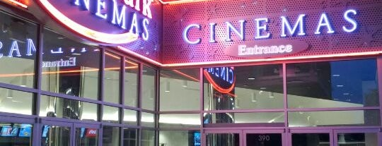 Landmark Cinemas is one of Lugares favoritos de Moe.