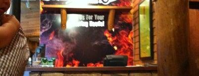 Smokey Bones Bar & Fire Grill is one of Locais curtidos por Zachary.