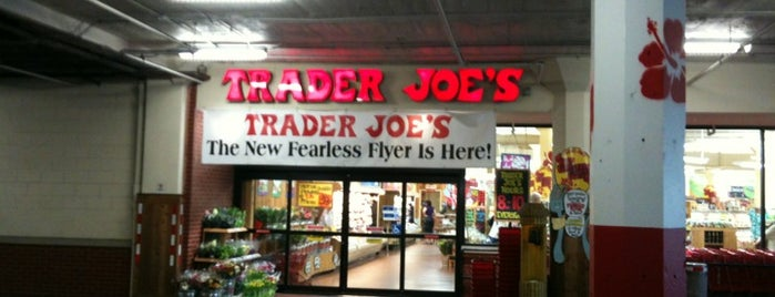 Trader Joe's is one of Orte, die Brian gefallen.