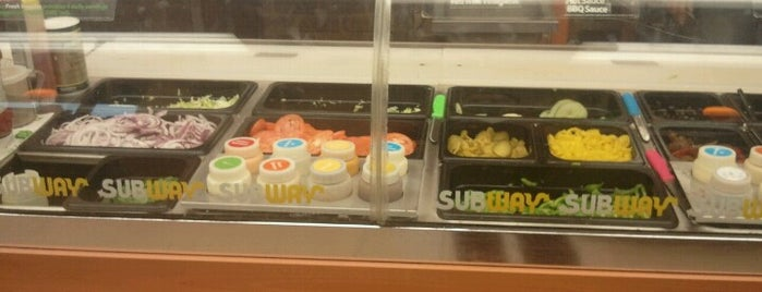 Subway is one of Orte, die David gefallen.