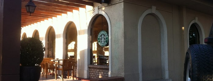 Starbucks is one of Orte, die Tomás gefallen.
