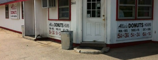 Allie's Donuts is one of Orte, die Cole gefallen.