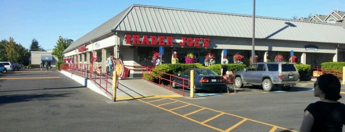 Trader Joe's is one of Rosana 님이 좋아한 장소.