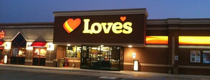 Love's Travel Stop is one of สถานที่ที่ Jared ถูกใจ.