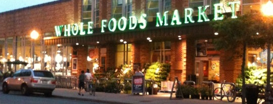 Whole Foods Market is one of Bridgetさんのお気に入りスポット.