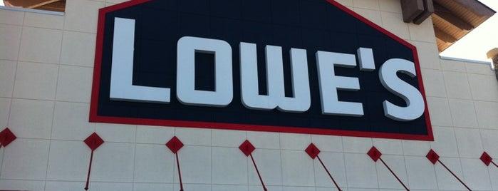 Lowe's Home Improvement is one of Tempat yang Disukai Lydia.