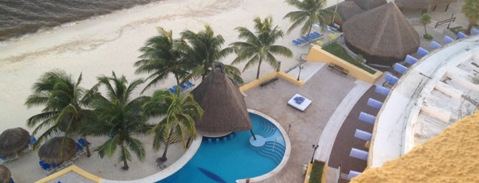 Melia Cozumel All Inclusive Golf & Beach Resort is one of Tempat yang Disukai Penelope.