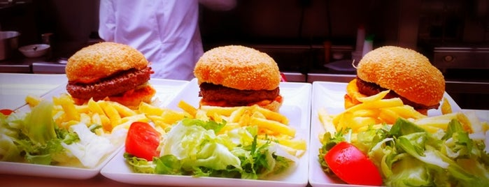 First Avenue is one of Burgers in Paris.