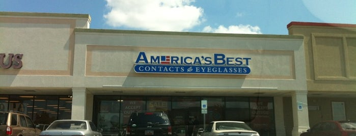 America's Best Contacts & Eyeglasses is one of Lugares favoritos de John.