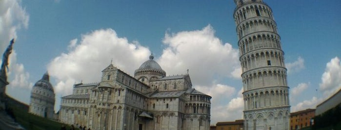 Tour de Pise is one of Pisa.
