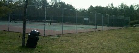 Sturbridge Lakes Tennis Courts is one of สถานที่ที่ Mari ถูกใจ.