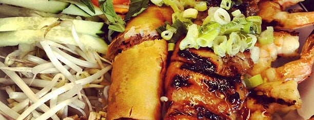 Yummy Phở Vietnamese Restaurant is one of Solly 님이 좋아한 장소.