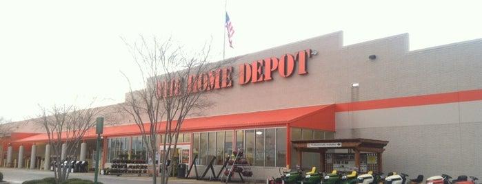 The Home Depot is one of สถานที่ที่ Daron ถูกใจ.