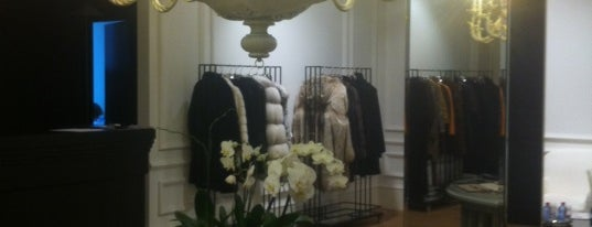 Fur Fashion House IZETA is one of Olga'nın Beğendiği Mekanlar.