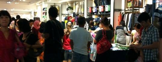 Padini Concept Store is one of Posti che sono piaciuti a Michael.