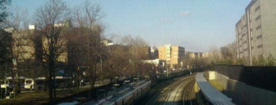 Metro North - Fordham Train Station is one of New Haven Line & Northeast Corridor (Metro-North).