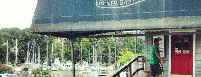 Deep Creek Restaurant and Marina is one of ᴡ 님이 저장한 장소.