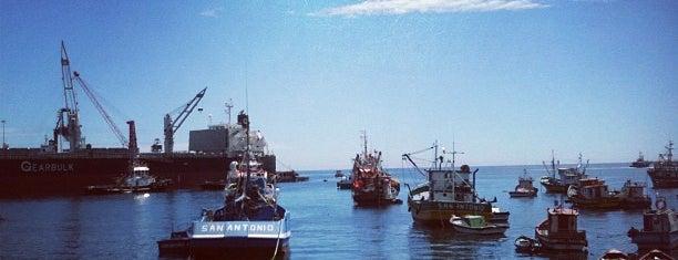 Puerto San Antonio is one of Deben conocerlos!.