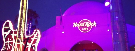 Hard Rock Cafe Hollywood at Universal CityWalk is one of Tempat yang Disukai Stephania.
